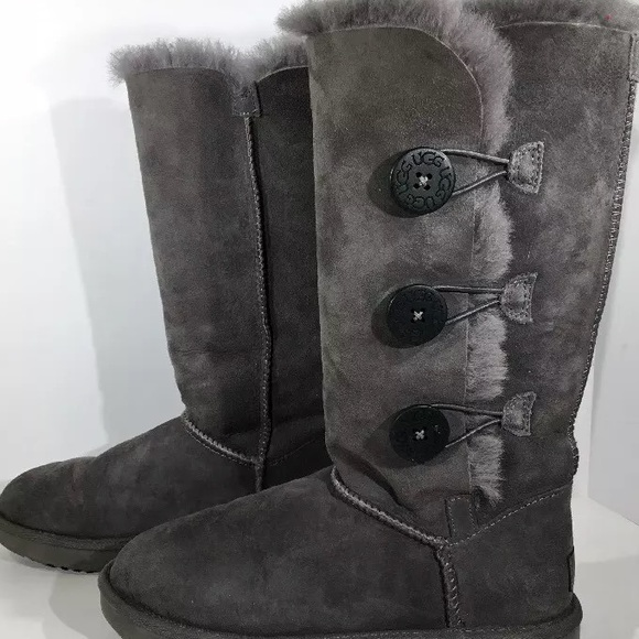 2bc045cb18e Uggs Bailey Button Triplet dark grey size 7